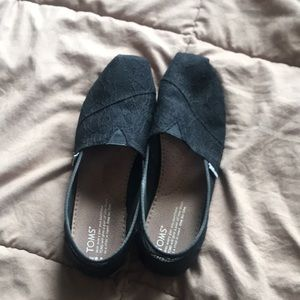 Brand new black lace TOMS